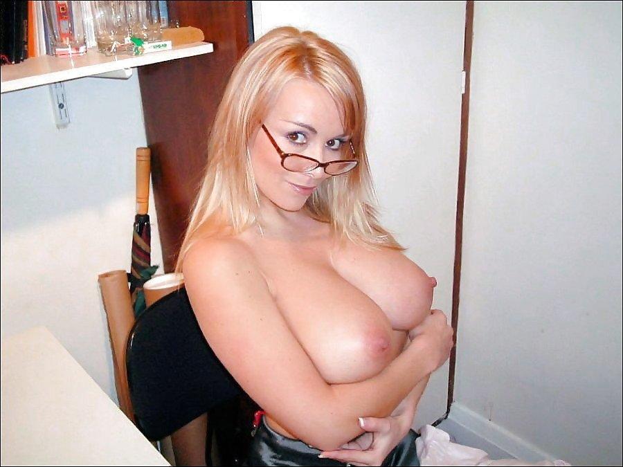 fille lunettes gros seins (7)