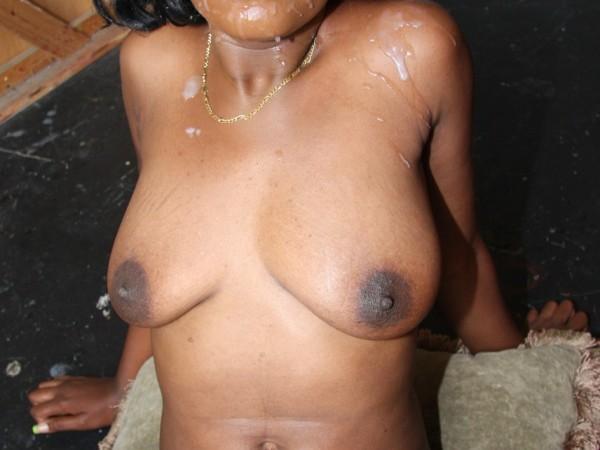 5 filles noires avec du foutre sur le visage
