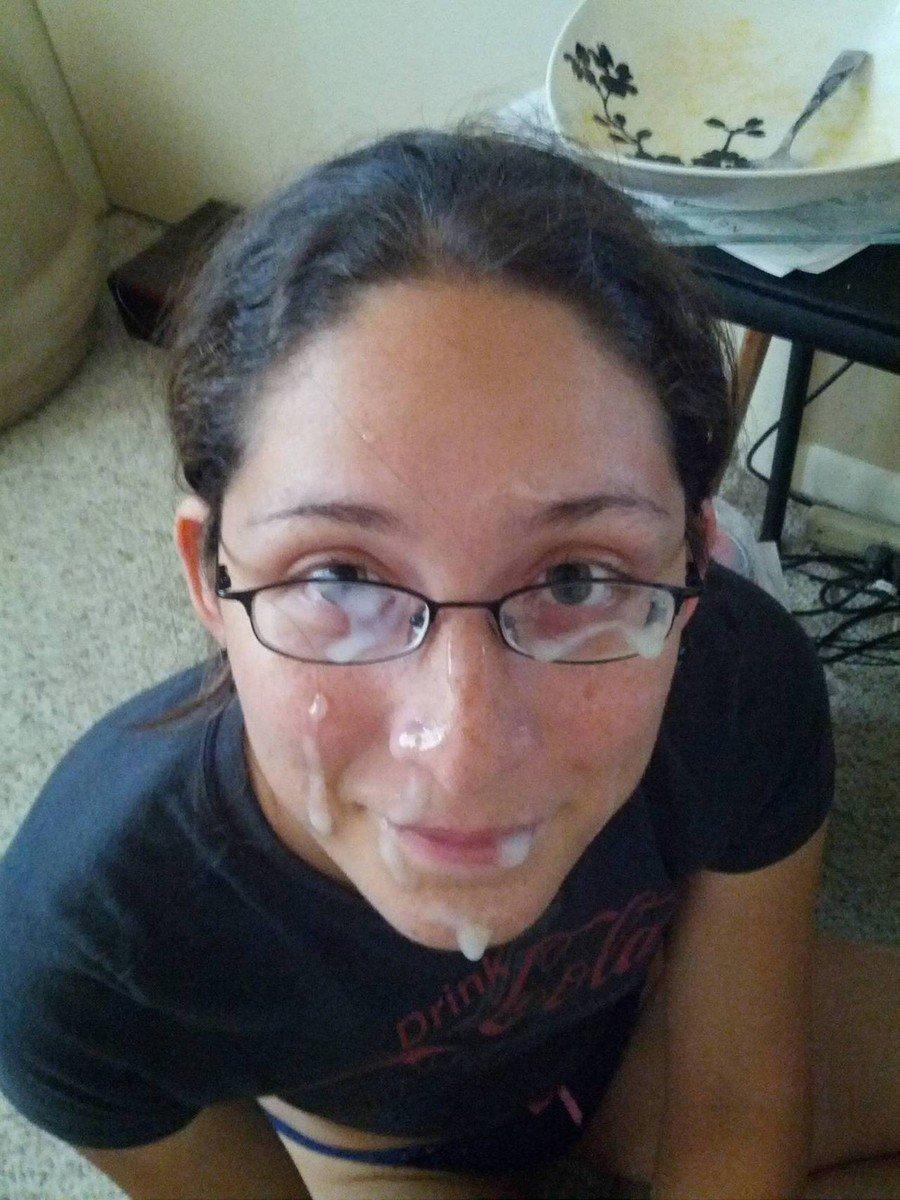 Le foutre qui dégouline sur leurs lunettes…
