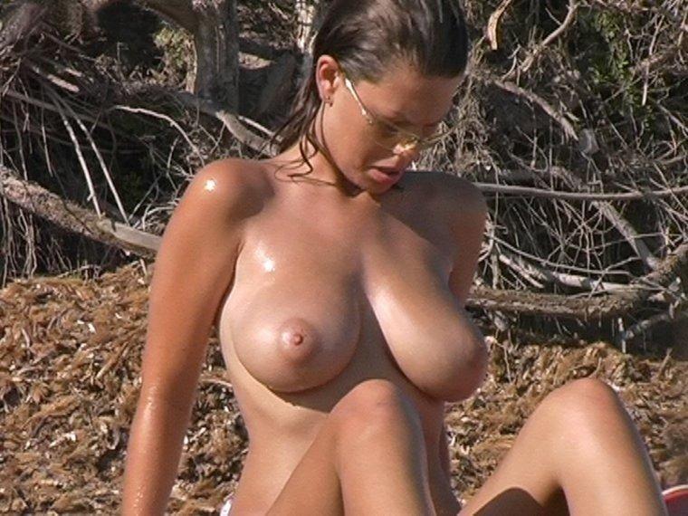 Des gros seins dans la nature !