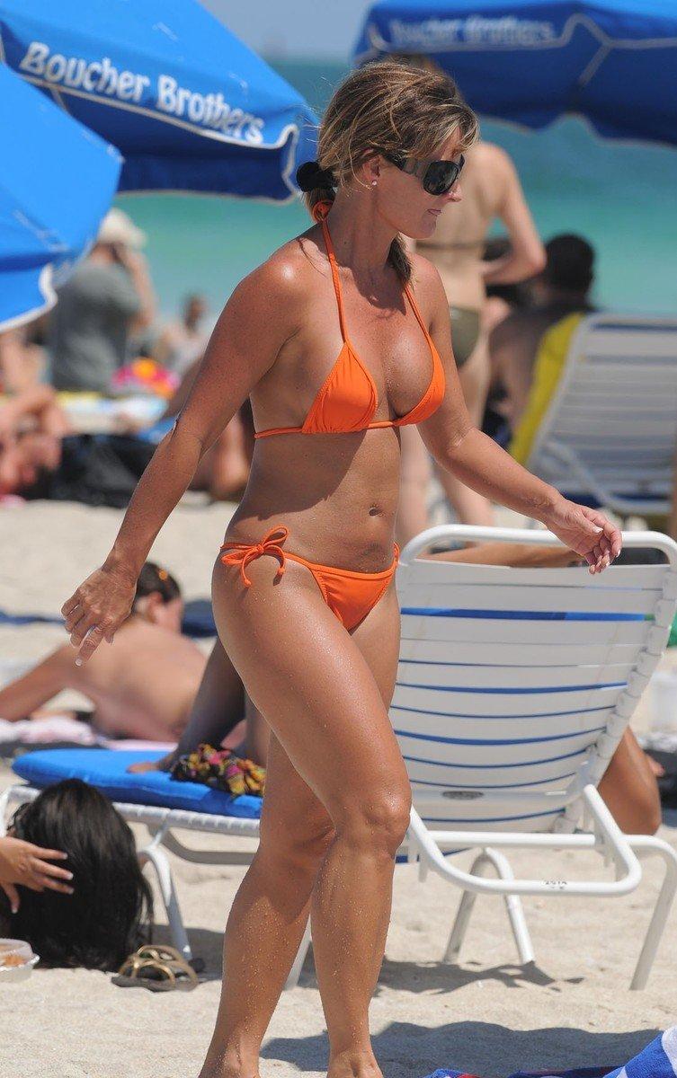 gros seins plage bikini (1)