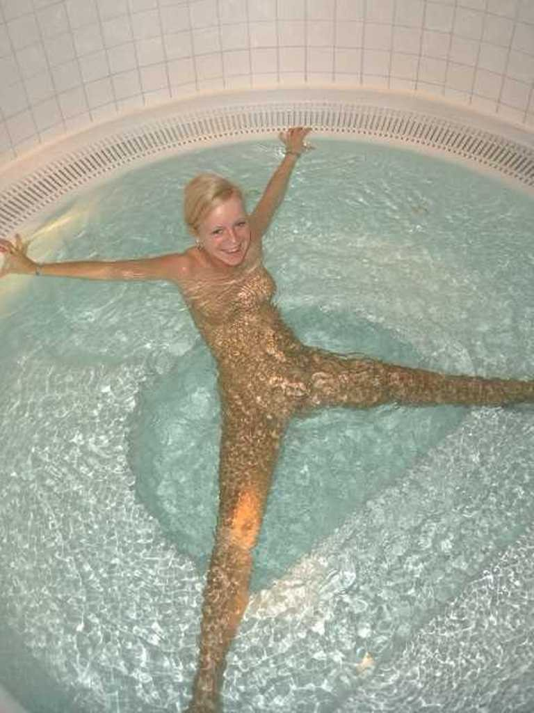 jeune femme nue baignoire (1)