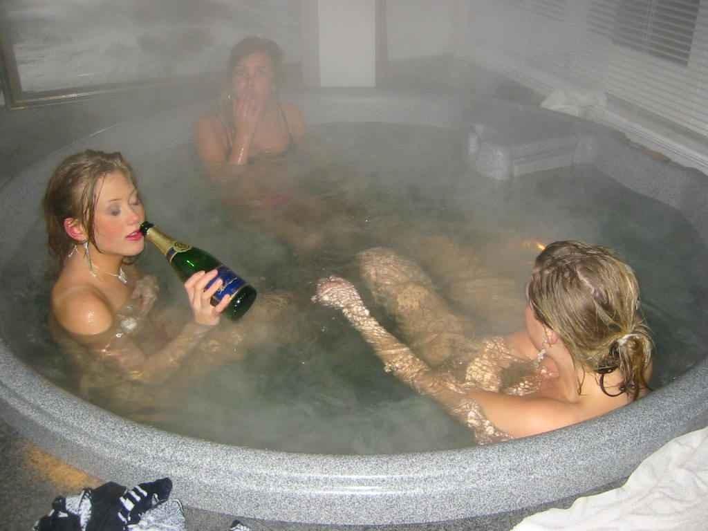 jeune femme nue baignoire (12)