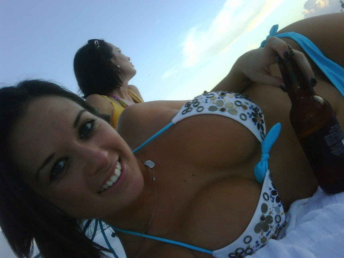 meuf gros nichons bikini (11)