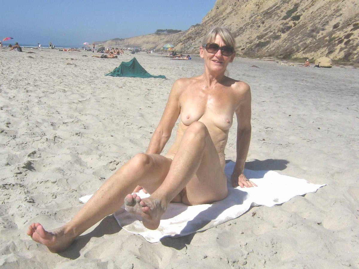 Constructeurs de corps de femmes nues