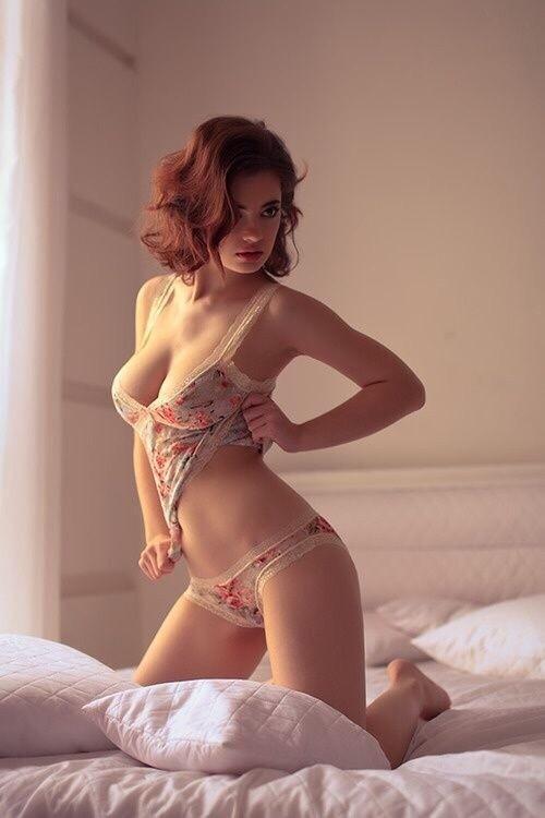 Femmes en sous vêtements avec des gros nénés