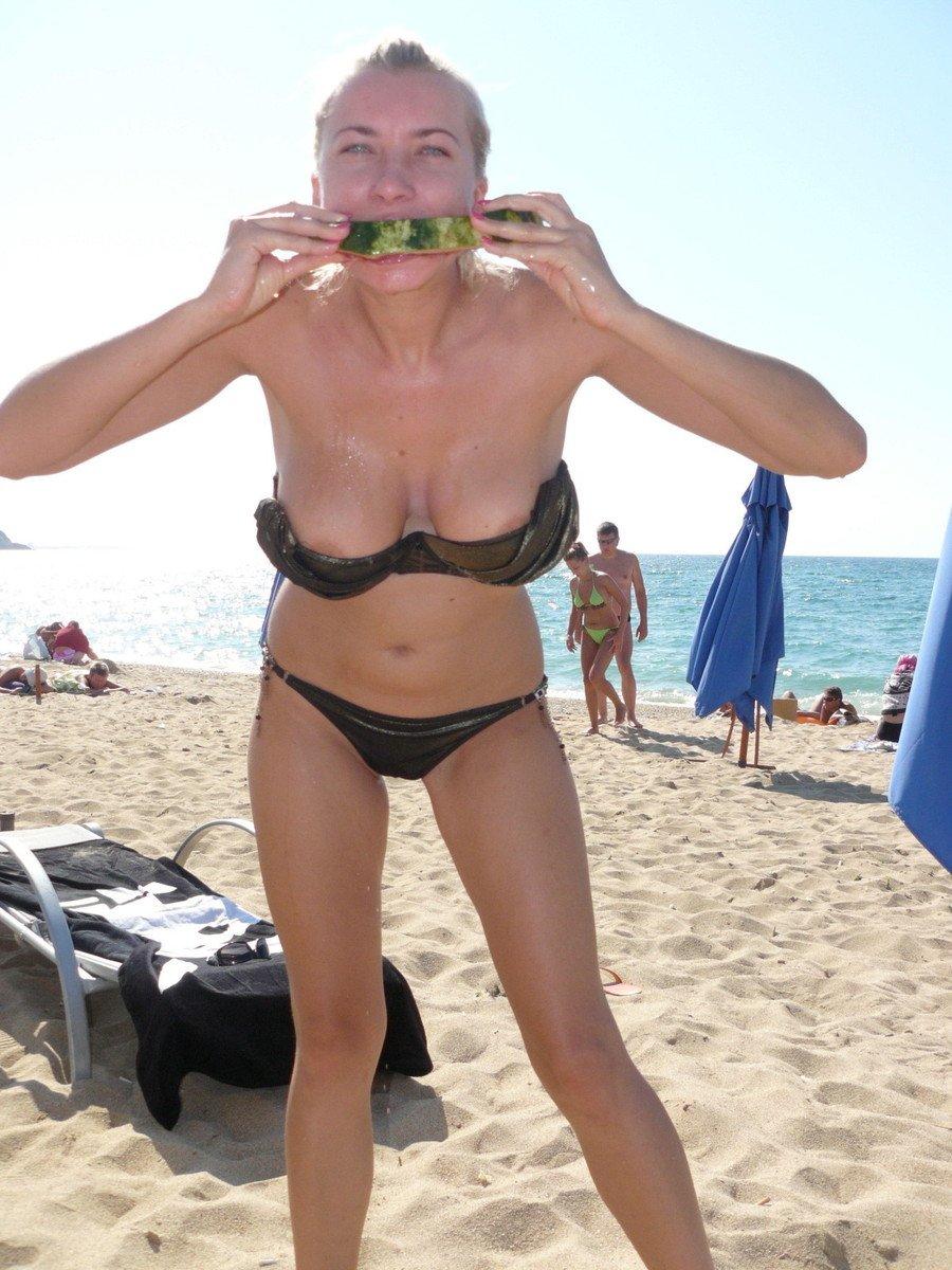 Voir des tétons qui dépassent du bikini, quoi de plus