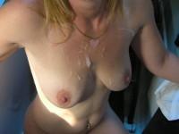 Amatrices qui se font éjaculer sur les seins