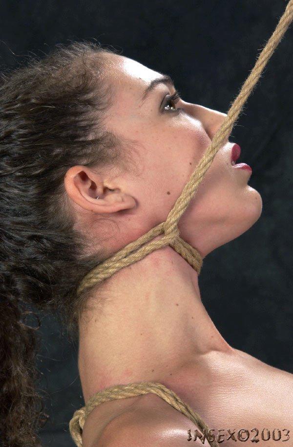 Des esclaves pendues et torturées par le coup