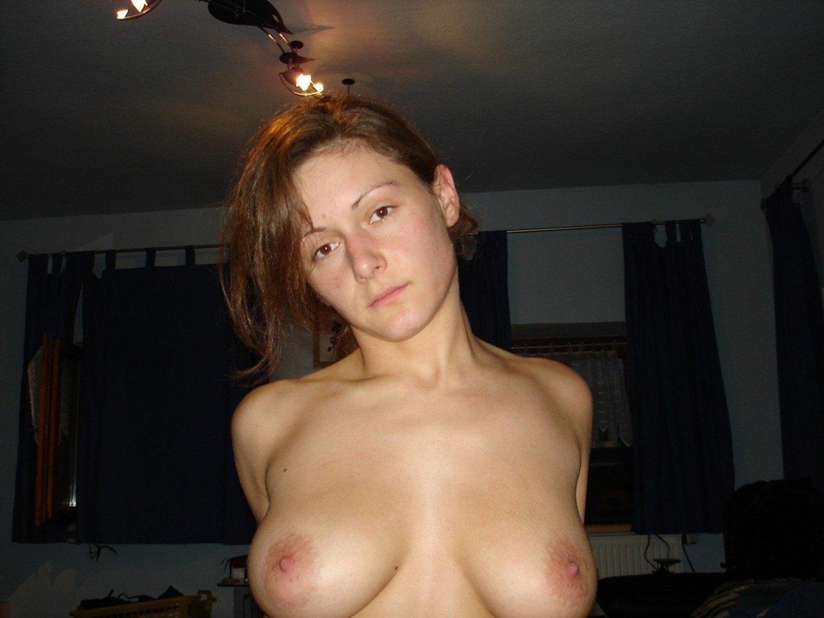 amatrice brune rasee gros seins (9)