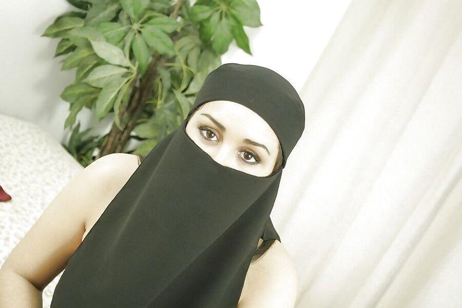 Hijab beurette au gros cul prise en levrette - 3 part 8
