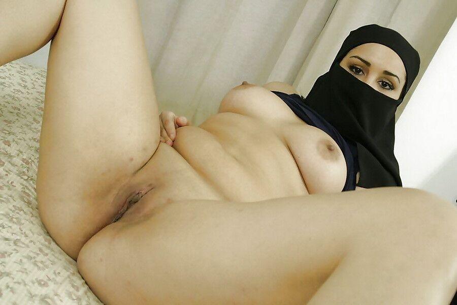 Beurette a gros seins avec la burqa