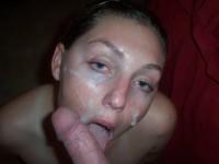 Brunettes amatrices arrosées de sperme sur le visage