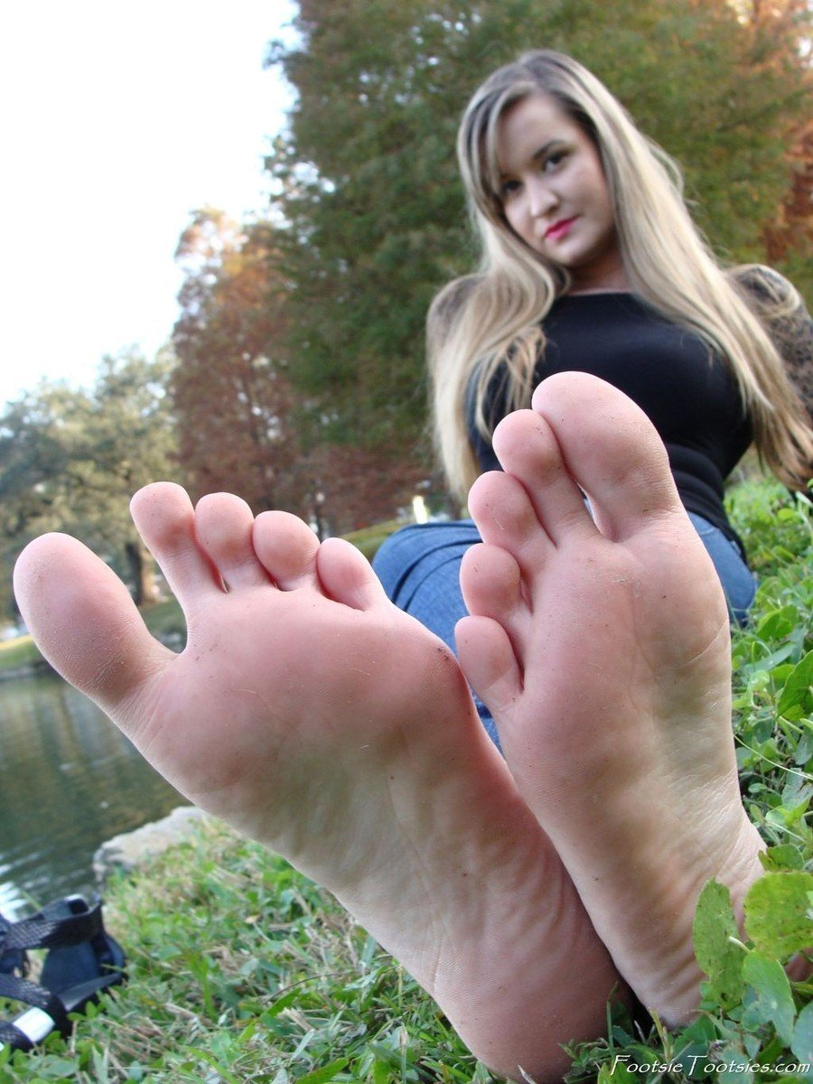 fille pieds sexy (1)