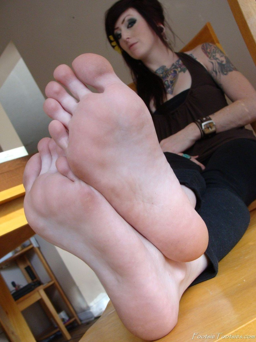 fille pieds sexy (19)