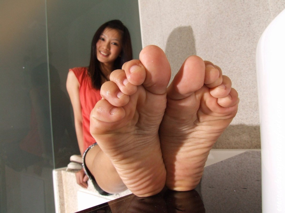fille pieds sexy (4)