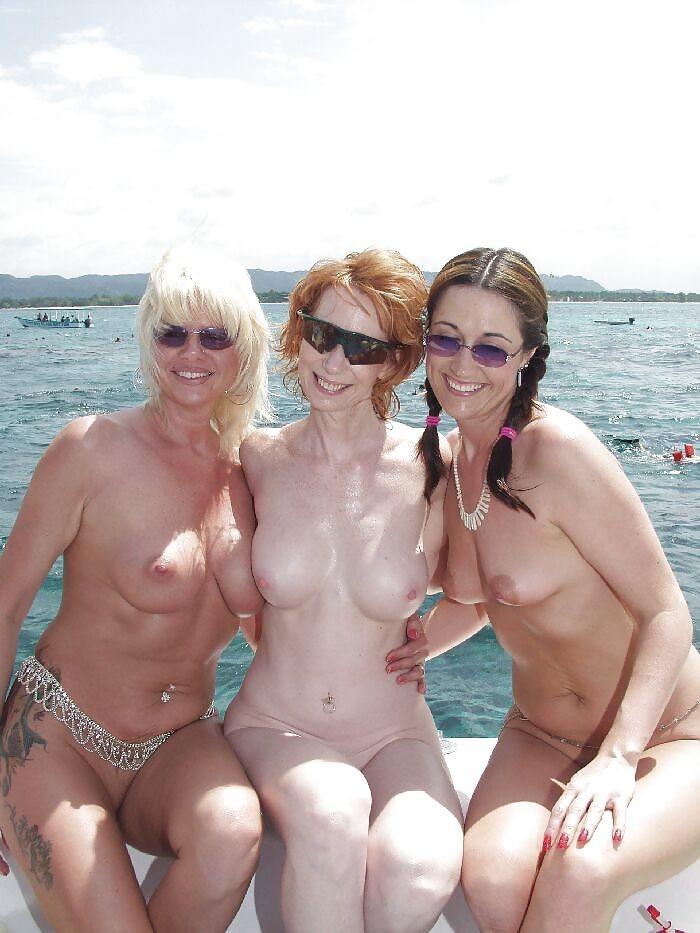 fille sexy bandante bateau (2)