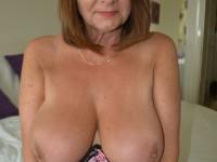 Les gros seins leur vont à ravir à ces matures