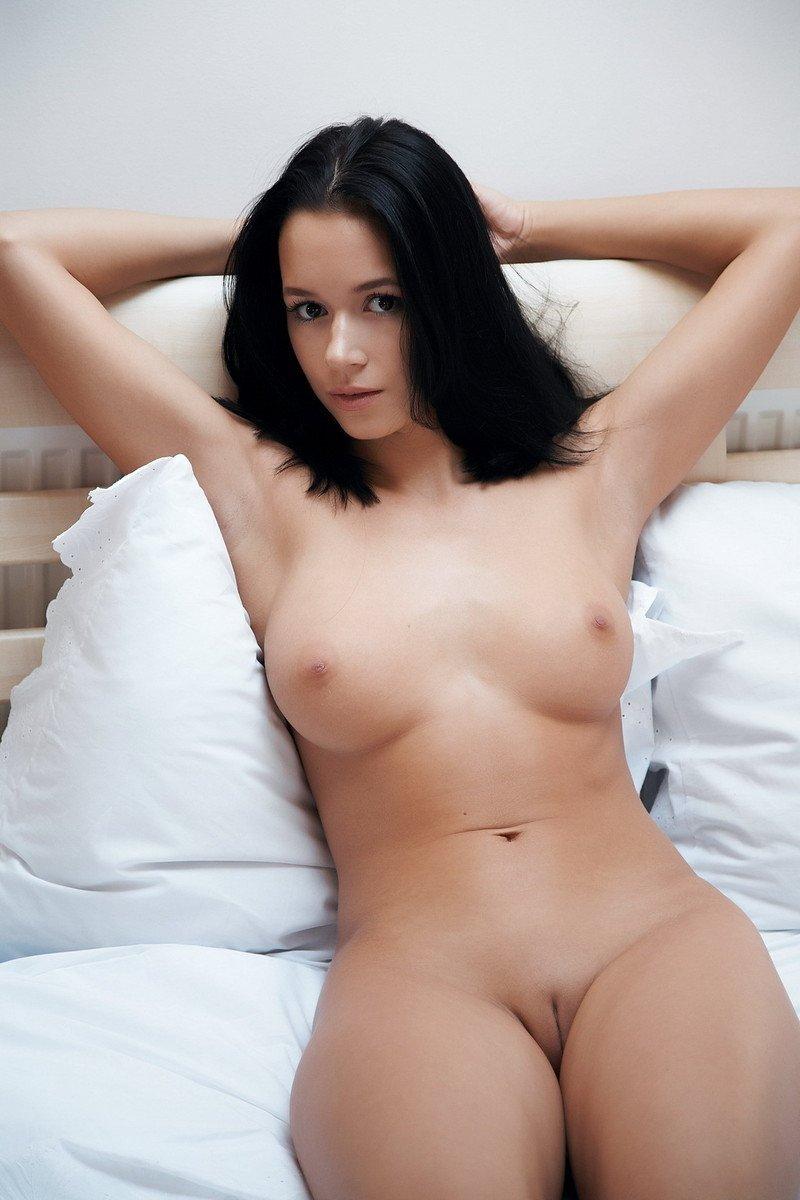 jeune brune rasée (1)
