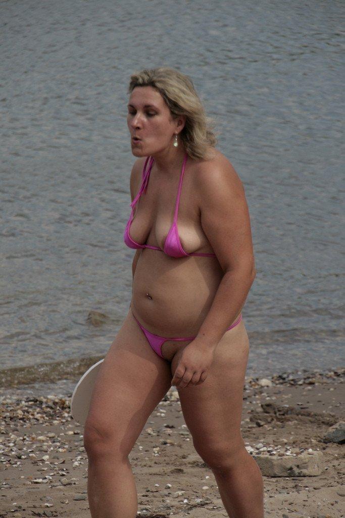 Topless sur la plage de tres beau gros seins a mater - 2 part 3