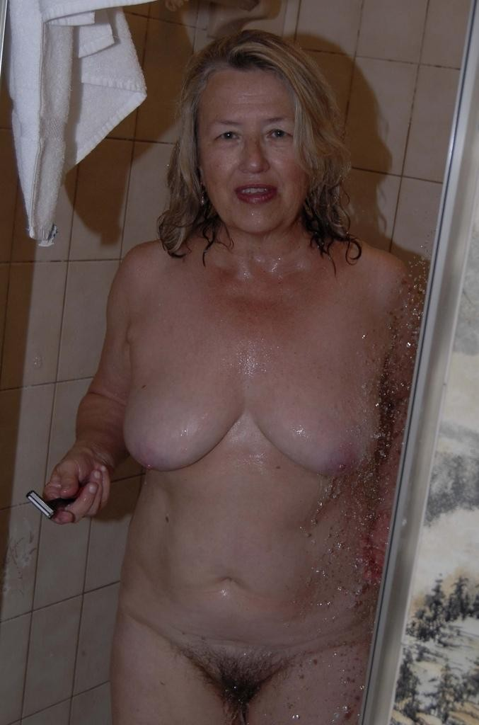 femme mure douche (3)
