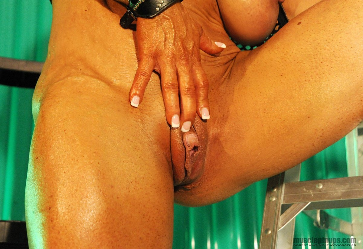 femme musclee gros clito (11)