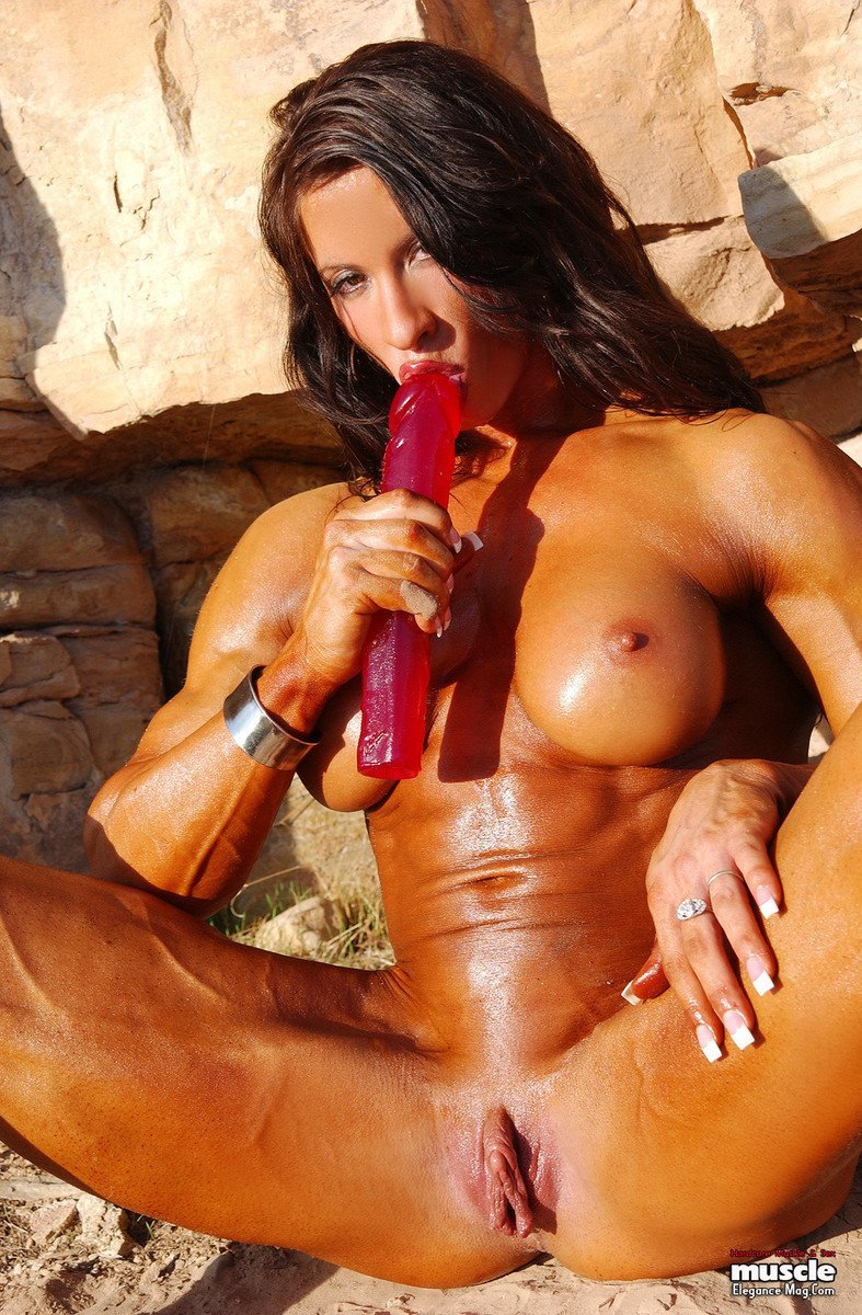 femme musclee gros clito (12)