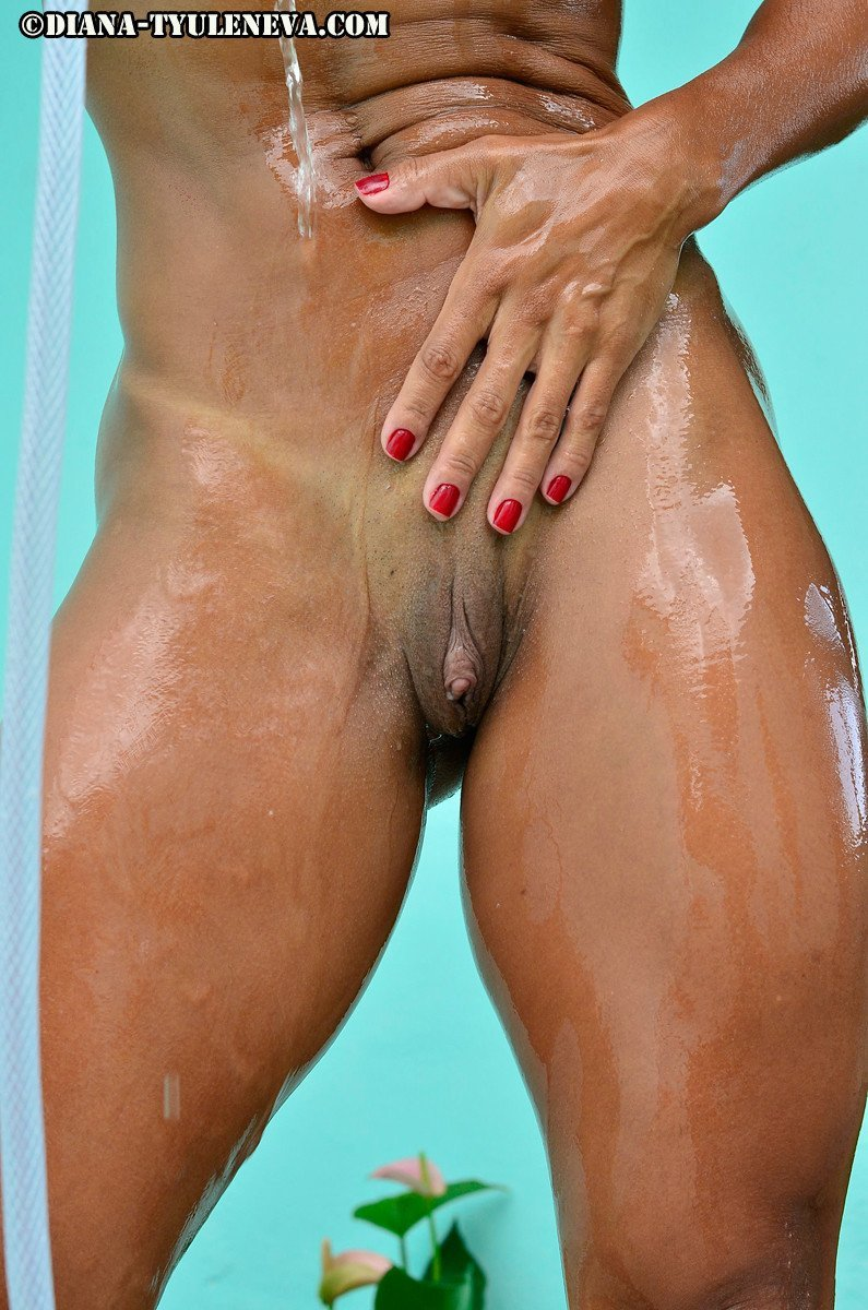 femme musclee gros clito (14)