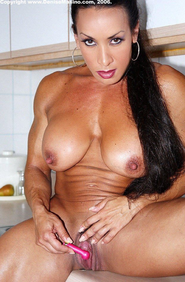 femme musclee gros clito (15)