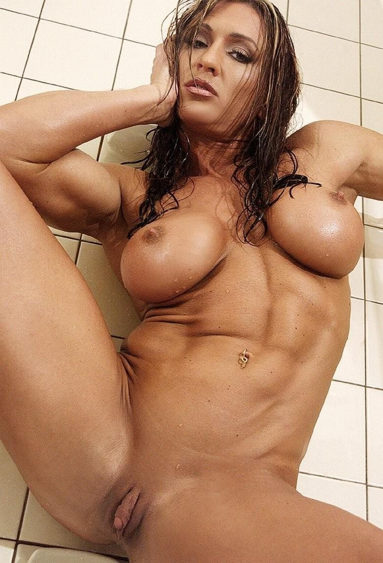 femme musclee gros clito (16)