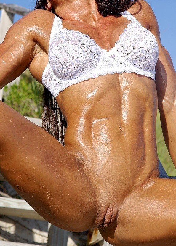 femme musclee gros clito (19)
