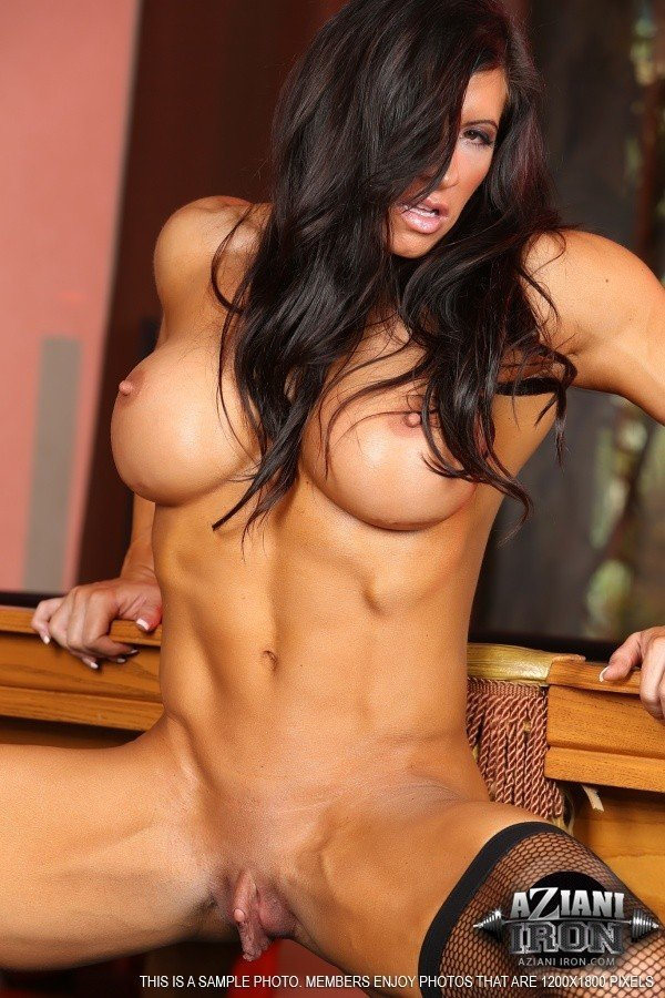 femme musclee gros clito (20)