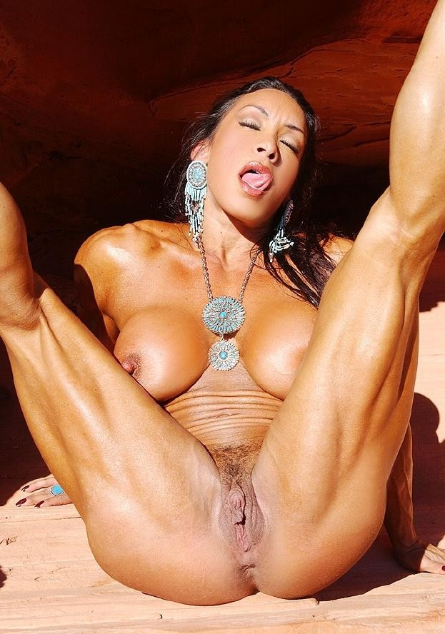 femme musclee gros clito (4)