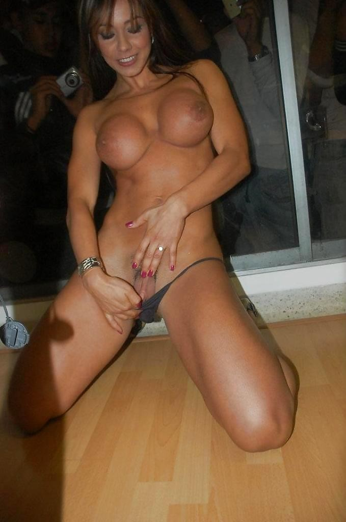 femme musclee gros clito (6)