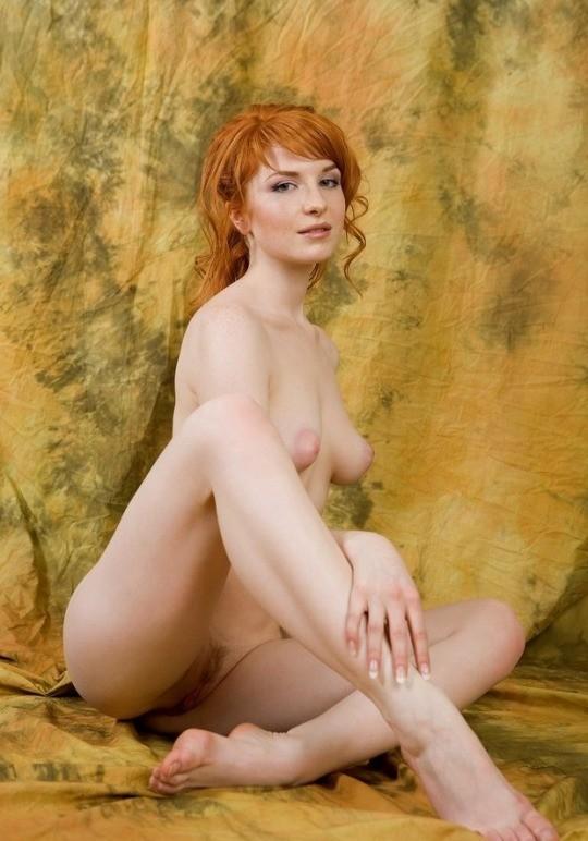 Photo de femme rousse nue