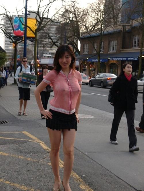 femme sans soutiens gorges (7)