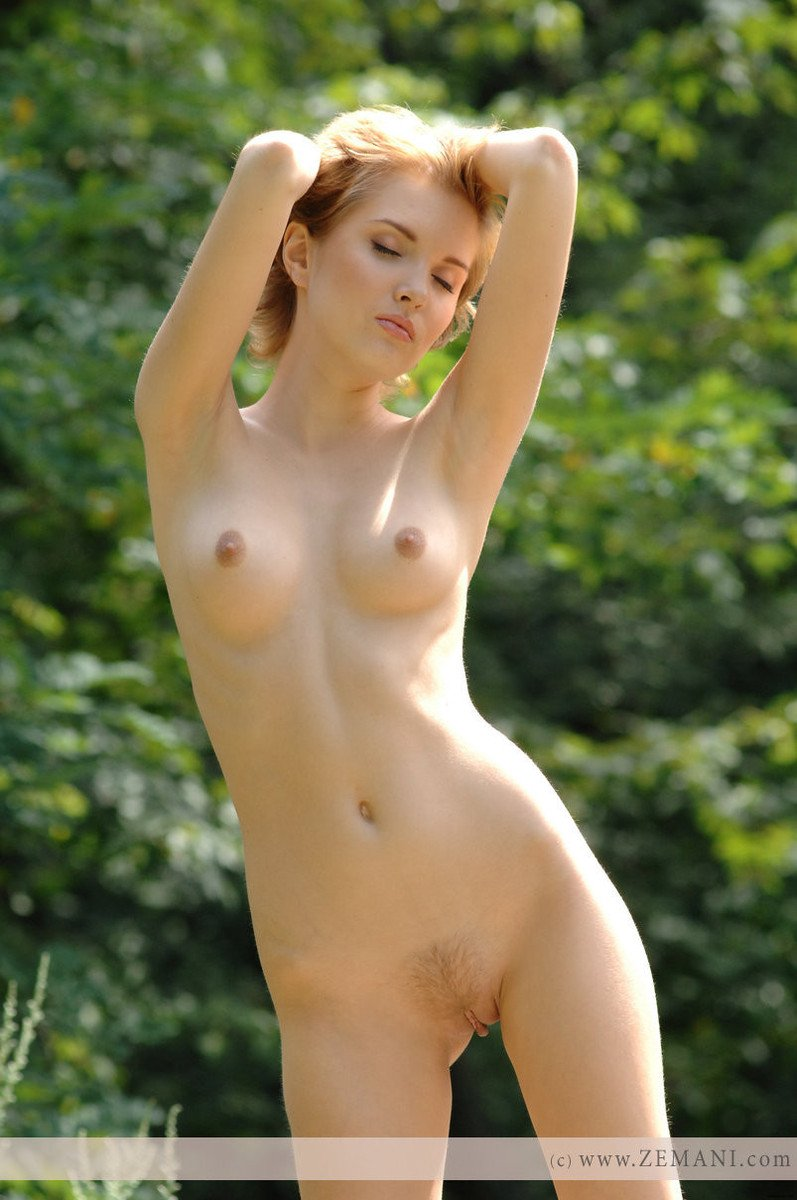 fille rousse exhib corps (1)