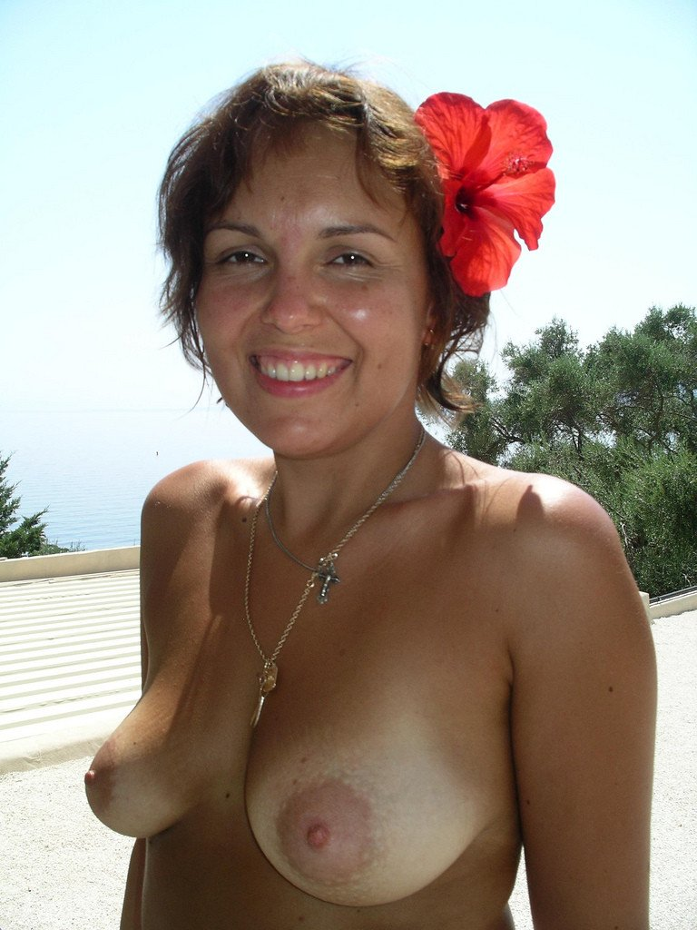Wifes tits see the right one is smaller than left