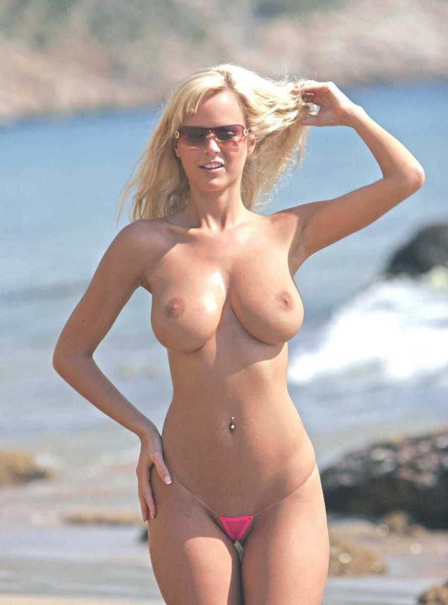 blonde plage topless (15)