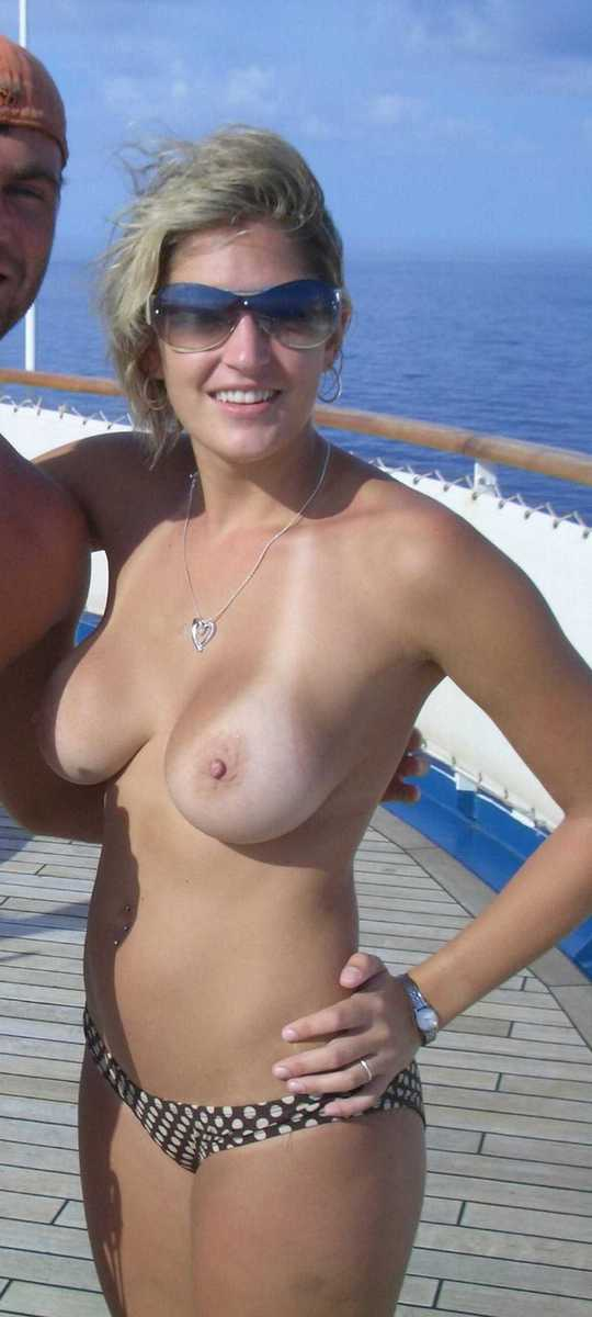 blonde plage topless (7)