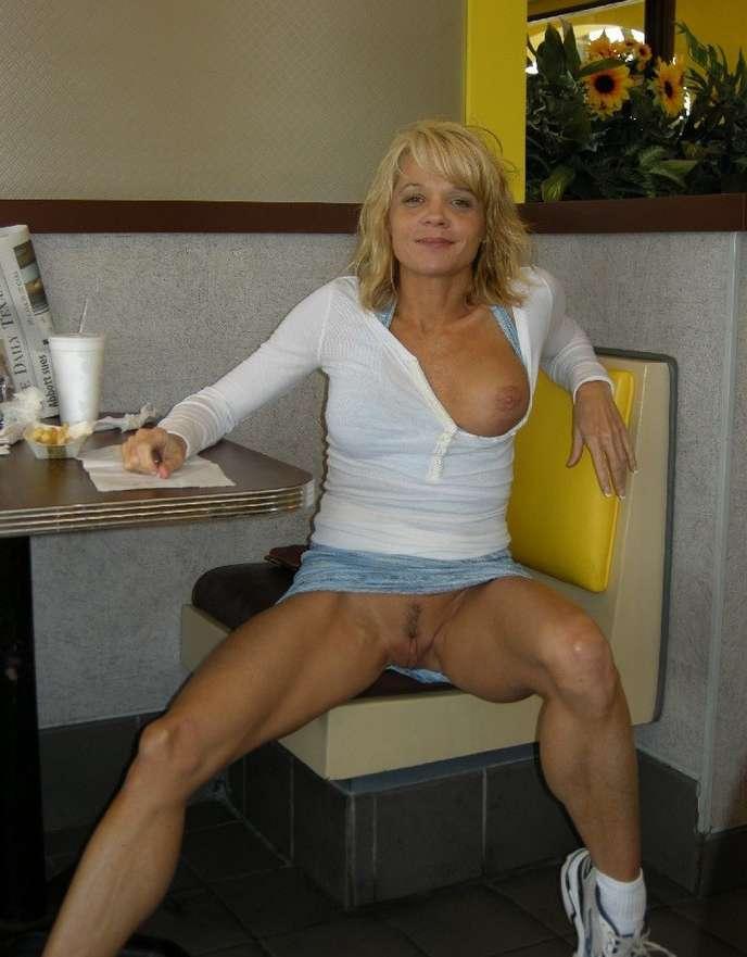 blondinette sans culotte (4)
