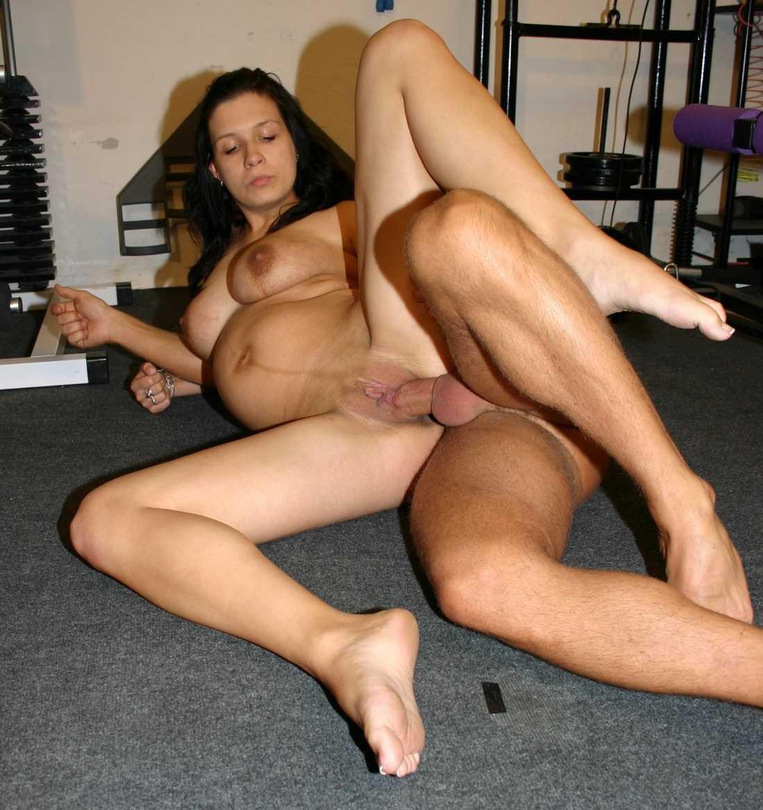 brune enceinte baise (3)