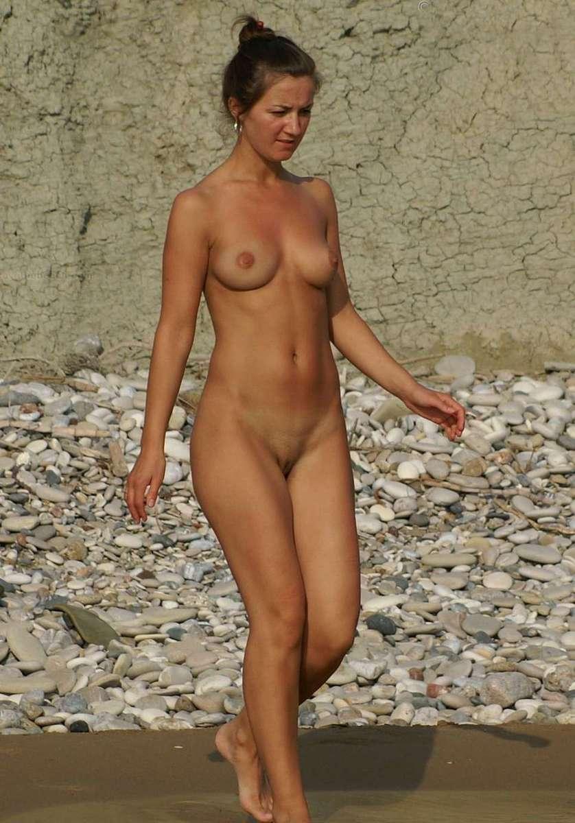 Femme nue sur la plage