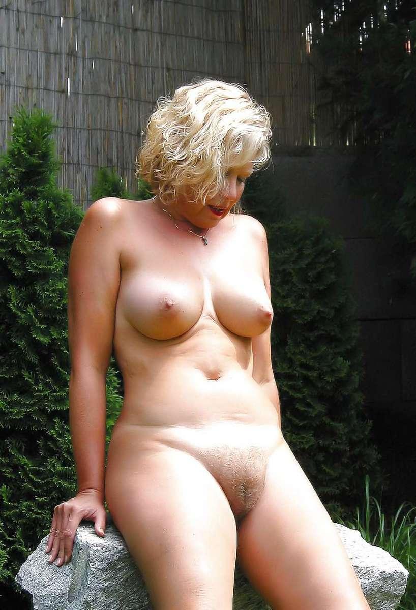 Ces femmes blondes sont mûres et très sexy
