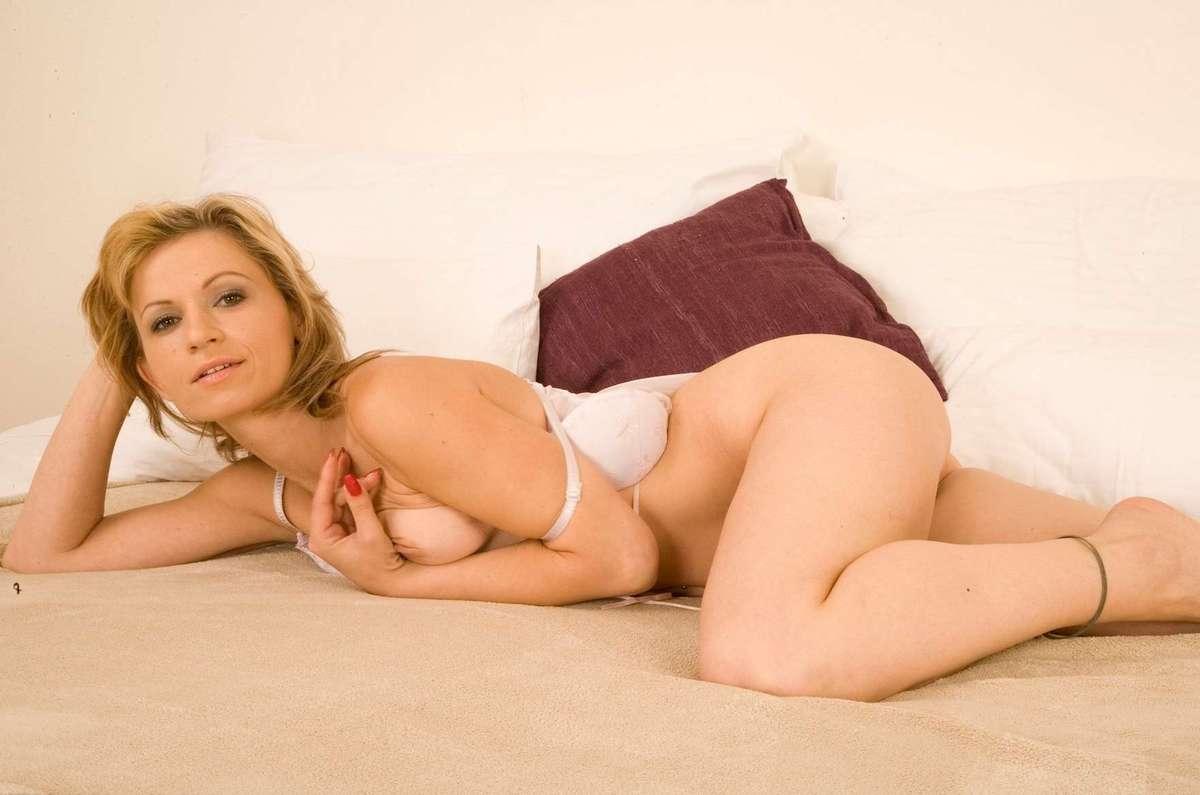 femme mure blonde sexy (12)