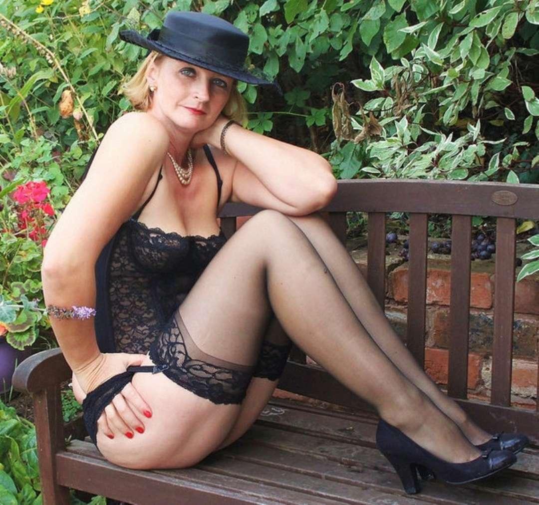 femme mure blonde sexy (18)