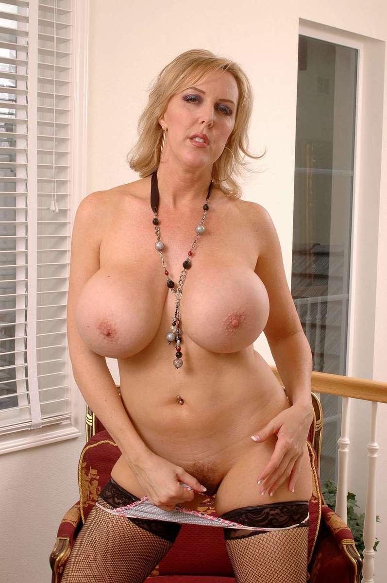 femme mure blonde sexy (19)