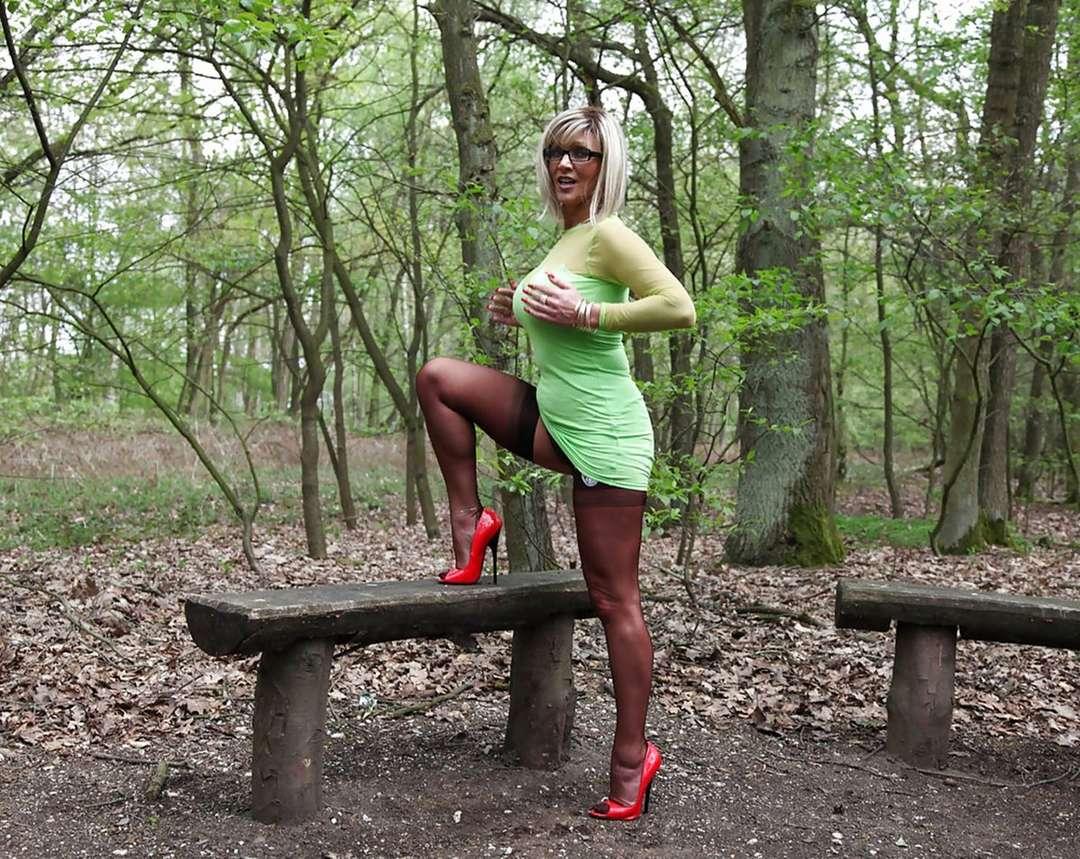 femme mure blonde sexy (3)