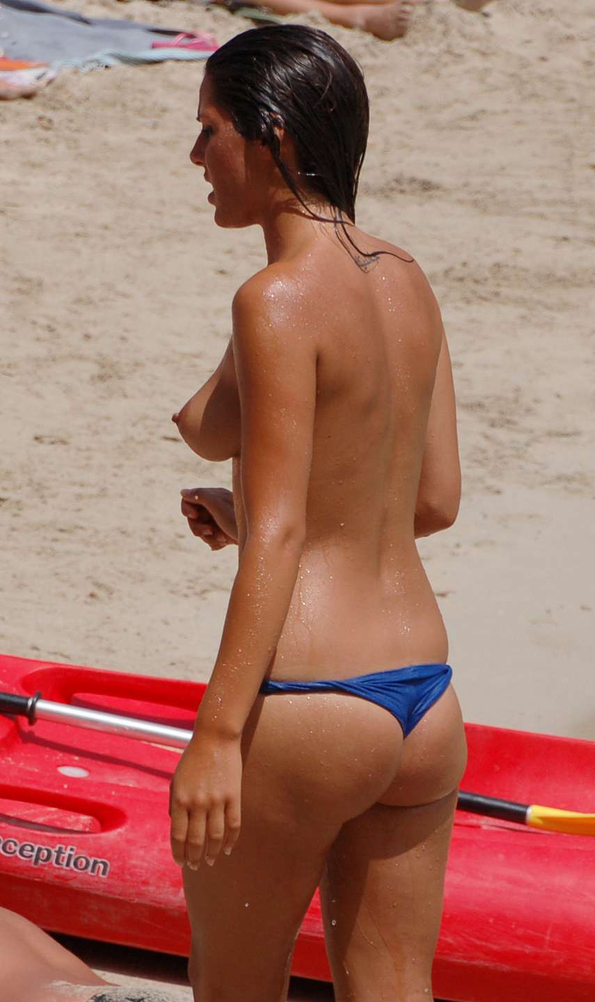 fille topless plage (8)
