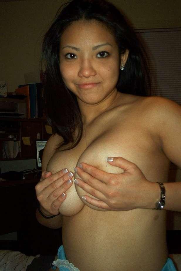 Jeune cochonne latine aux gros seins
